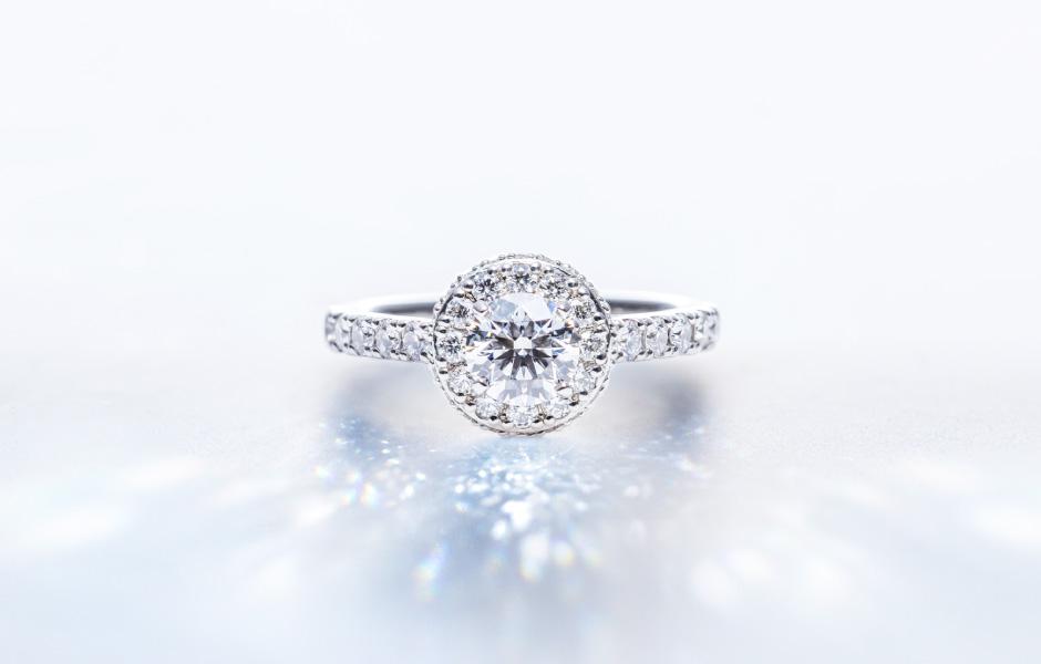 ゴージャスなデザインの新潟結婚指輪・婚約指輪
