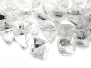 ダイヤモンドの輝きは原石で決まる