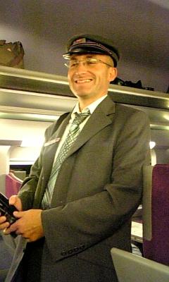 パリからは陸路電車でベルギーを目指します