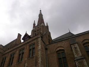 「突進公シャルル」が眠る聖母教会