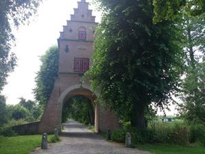 アントワープとブルージュの間にも古城