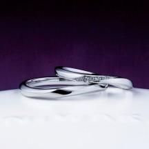 新潟で俄NIWAKAniwakaの朝葉の結婚指輪を探すなら県内最大級の品揃えのBROOCHブローチへウェーブの指が美しく見える結婚指輪です