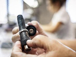 太くて曲がりにくい丈夫な結婚指輪はドイツのクリスチャンバウアー