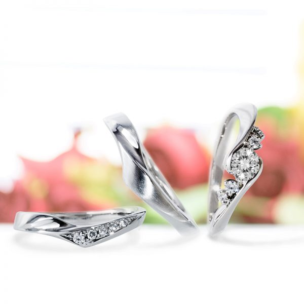花や植物をモチーフにしたダイヤモンドがキレイな大人可愛い結婚指輪と婚約指輪はLAPAGEクレマチス