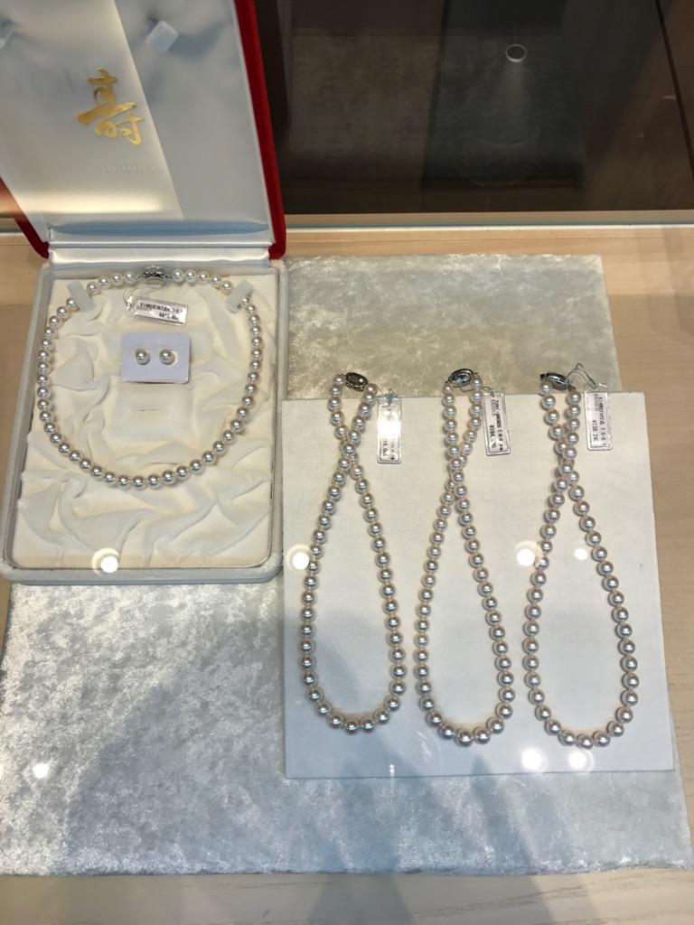 冠婚葬祭で必要な真珠のネックレスをお探しの方は、BROOCH(ブローチ)へ