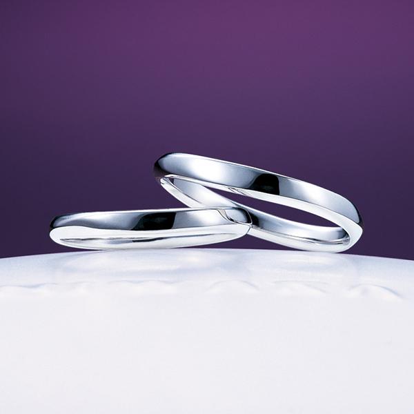 シンプルな結婚指輪は俄