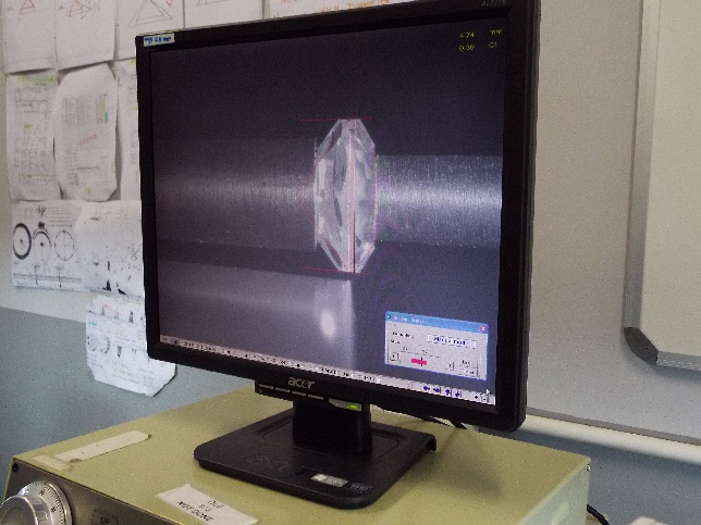 最新のダイヤモンドの研磨ではガードルを決めることでベースサイズ