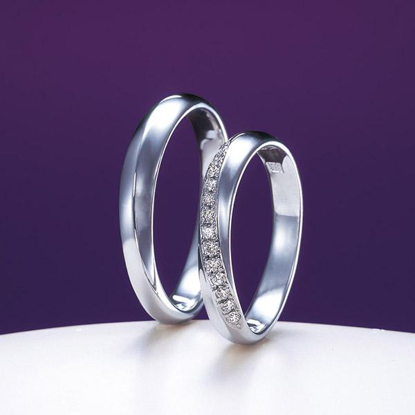 太めの上品な結婚指輪