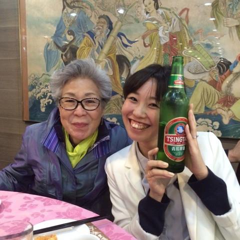 香港の青島ビールで乾杯
