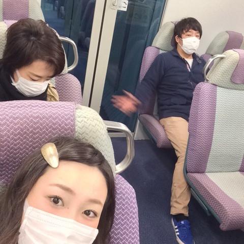 マスク姿で移動する4人組。香港の人からするとちょっと不気味