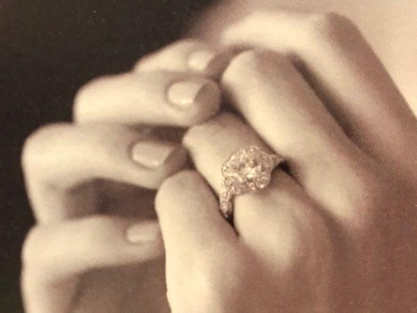 新潟で婚約指輪を贈るならBROOCHブローチで最高品質の最高グレードのダイヤモンドをお選びください
