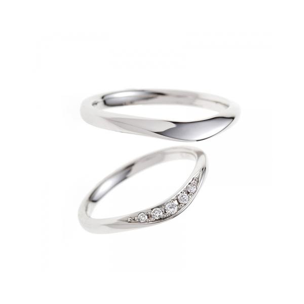 ダイヤモンドが側面にはいったオシャレで美しい結婚指輪はBRIDGEのライオンの橋