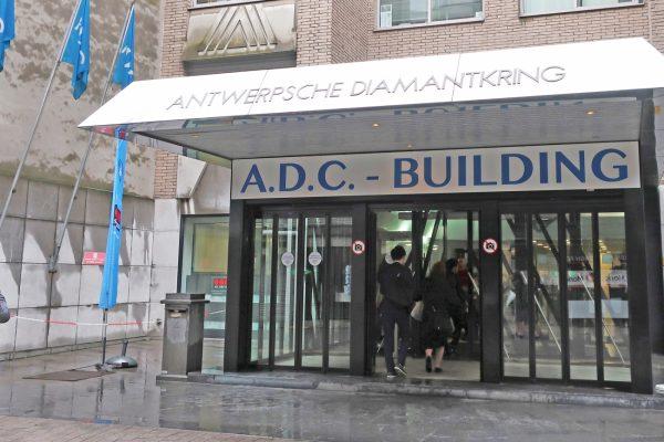 ダイヤモンドセンターはHRDと共にストリートの真ん中に位置している