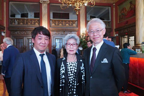 在日本大使館の大使とアントワープダイヤモンド