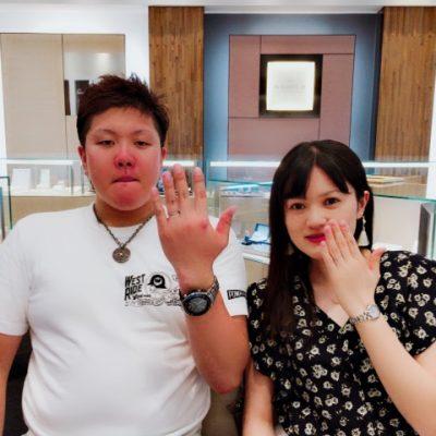 SomthingBlueの結婚指輪をお選びいただいたお二人はUSJにてプロポーズ