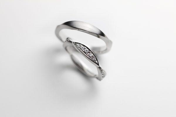お菓子をモチーフにしたかわいい結婚指輪はデザートのリーフパイ