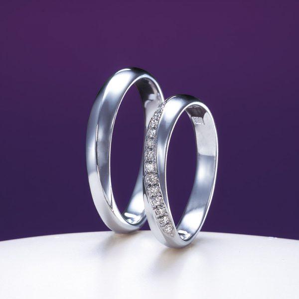 綺羅NIWAKAの結婚指輪ダイヤモンドのきらめきがとても綺麗