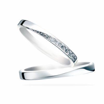 キラキラと輝く星のようなステキな結婚指輪はサムシングブルーのスターダスト