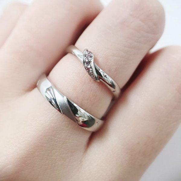 BRIDGEの結婚指輪春の足音ピンクダイヤモンドをあしらった可大人可愛い指輪です 春入籍のカップルにピッタリ