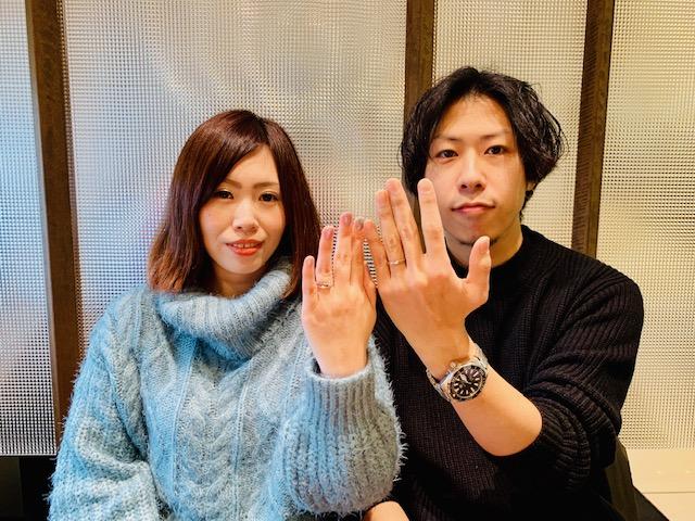 沖縄旅行でサプライズプロポーズ♡おふたりがお選びになったご結婚指輪はNIWAKA俄の朝葉です♪