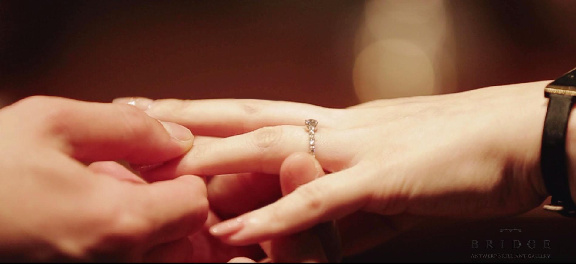 サプライズプロポーズも応援ブローチ新潟結婚指輪のセレクトショップ
