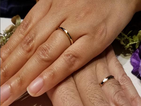 ぽこぽこデザインがお気に入り♪LUCIEの結婚指輪「ブランシュ」