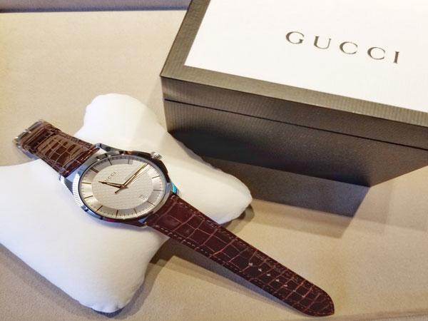 婚約指輪のお返しに、、♡GUCCIの腕時計をこだわりの革ベルトもつけて選びました。