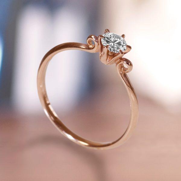 かわいい天使の婚約指輪