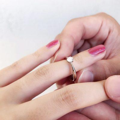 プロポーズ 婚約指輪 サプライズ