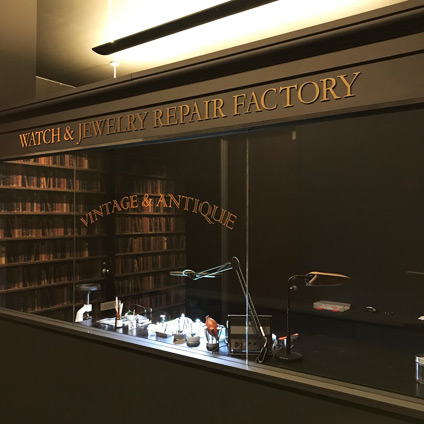 新潟で時計修理をするなら新潟市中央区紫竹山のブローチ時計修理工房または新潟市中央区万代のブローチ時計修理工房まで