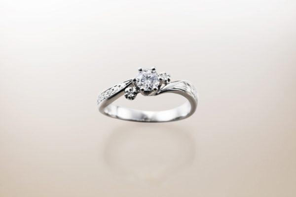 新潟で人気の結婚指輪と婚約指輪 BROOCH Makana(マカナ)  ハワイアンジュエリーの結婚指輪婚約指輪を探すならMAKANA