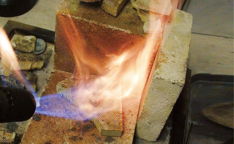 鍛造製法のマリッジリングは一生ものに相応しい耐久性と強度を持つ