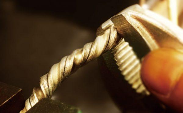 木目模様が美しい杢目金屋の結婚指輪は新潟だとブローチだけの取扱い