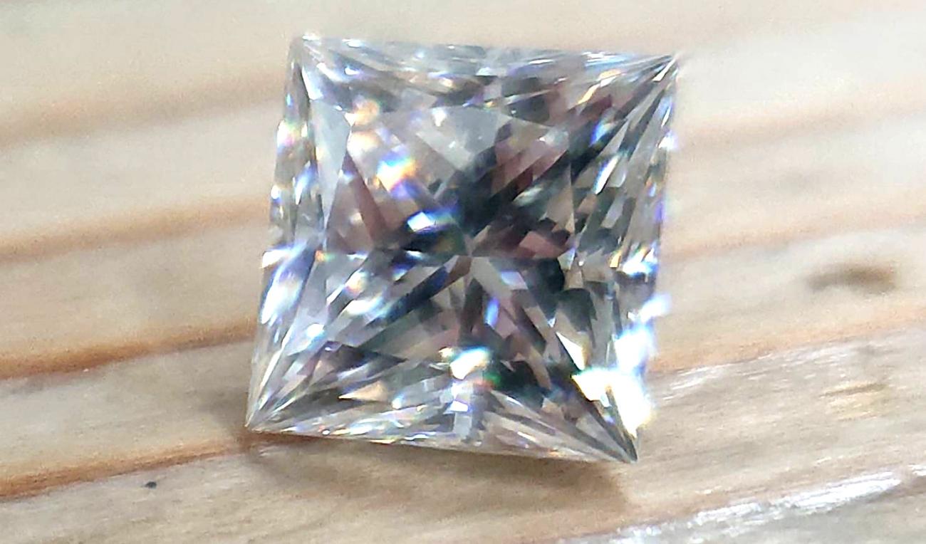 プリセスカット世界最高ダイヤモンドの輝きを実現