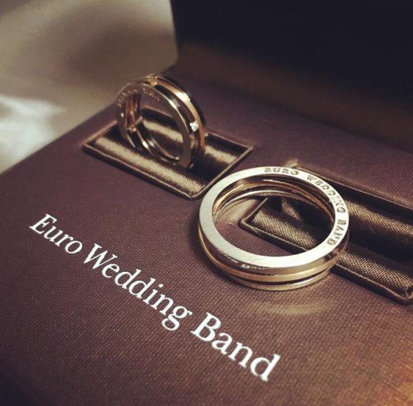 ドイツ製の曲がりにくい個性的な結婚指輪はリング側面に文字入れ出来るユーロウエディングバンド