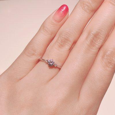 BROOCH 婚約指輪 エンゲージリング 両サイドメレシンプルデザイン