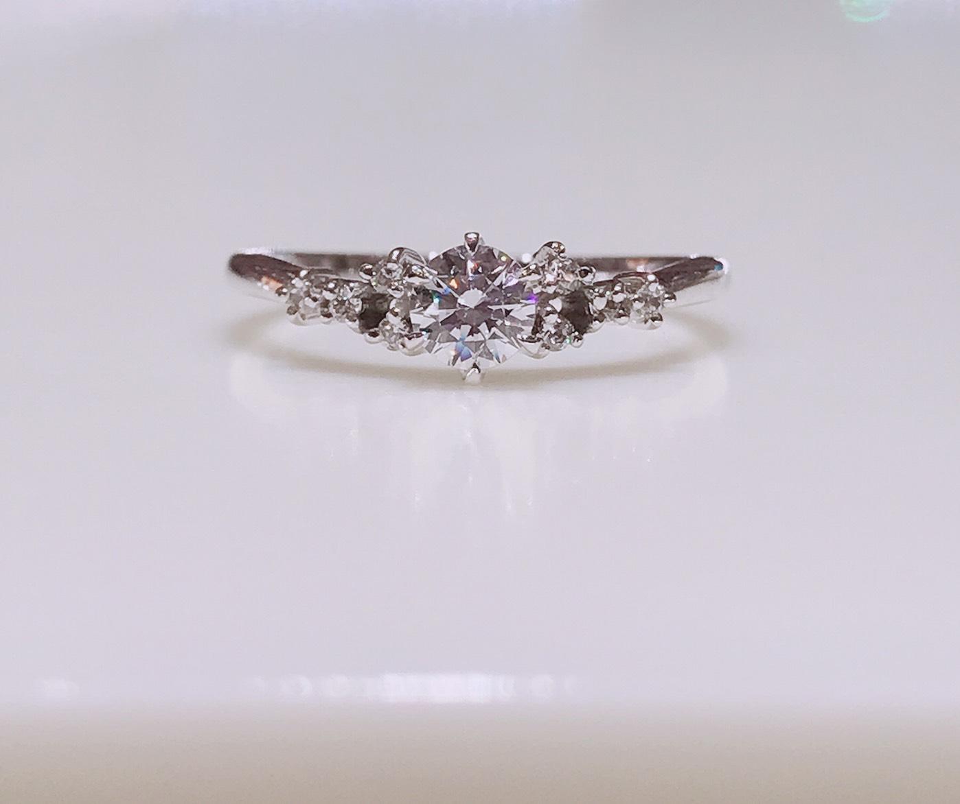BROOCH 婚約指輪 エンゲージリング ティアラ風デザイン