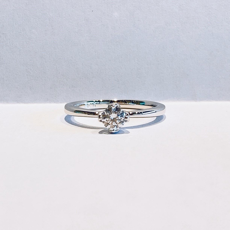 BROOCH 婚約指輪 エンゲージリング シンプル1石シークレットストーン有