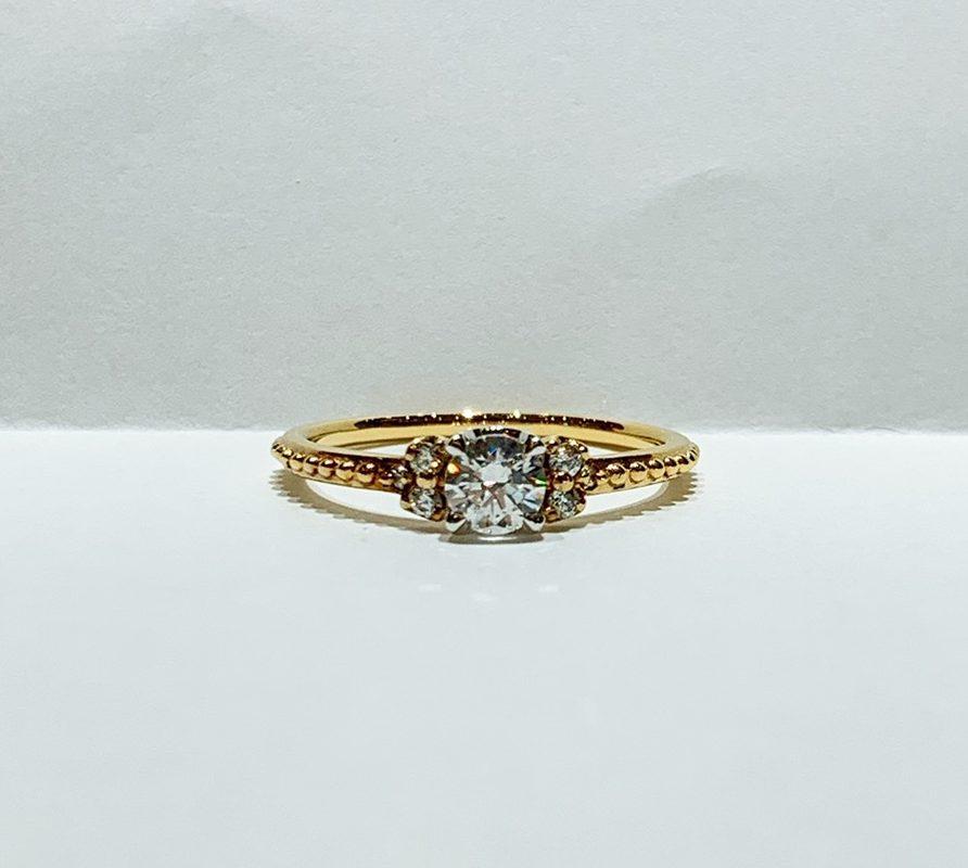 BROOCH 婚約指輪 エンゲージリング アンティーク調なデザイン