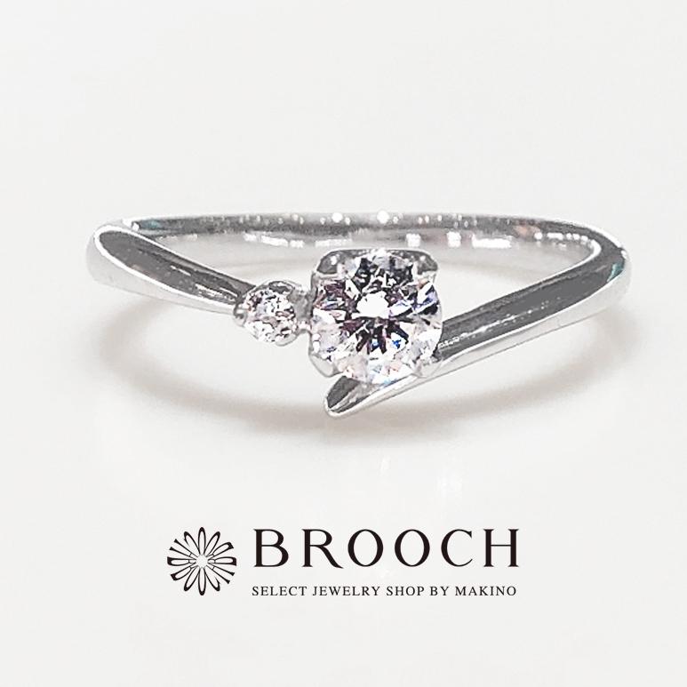 BROOCH 婚約指輪 エンゲージリング 片側メレダイヤ4点留めV字ライン