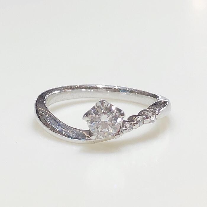 BROOCH 婚約指輪 エンゲージリング センターダイヤ片側メレウェーブデザイン