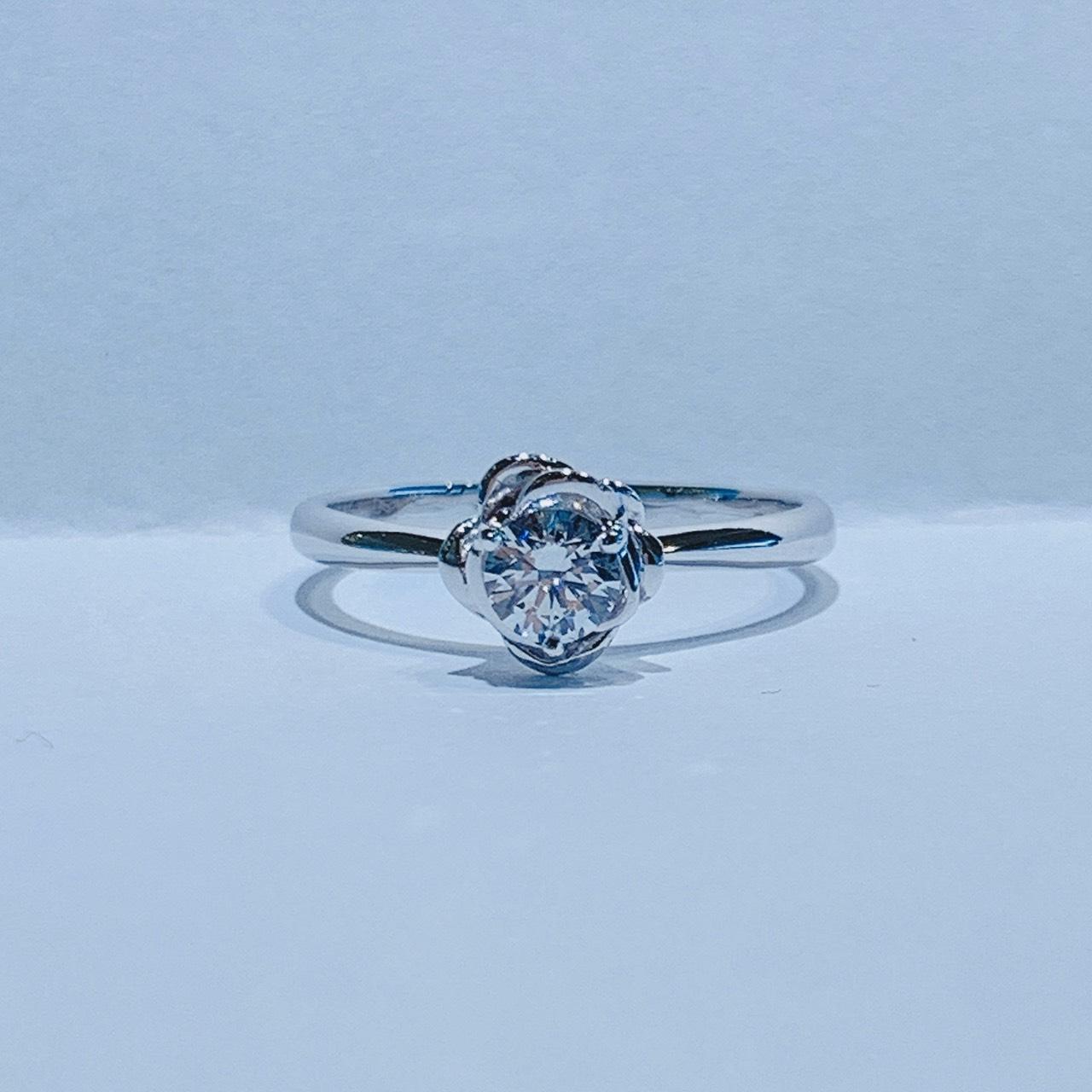 BROOCH 婚約指輪 エンゲージリング バラ風デザイン