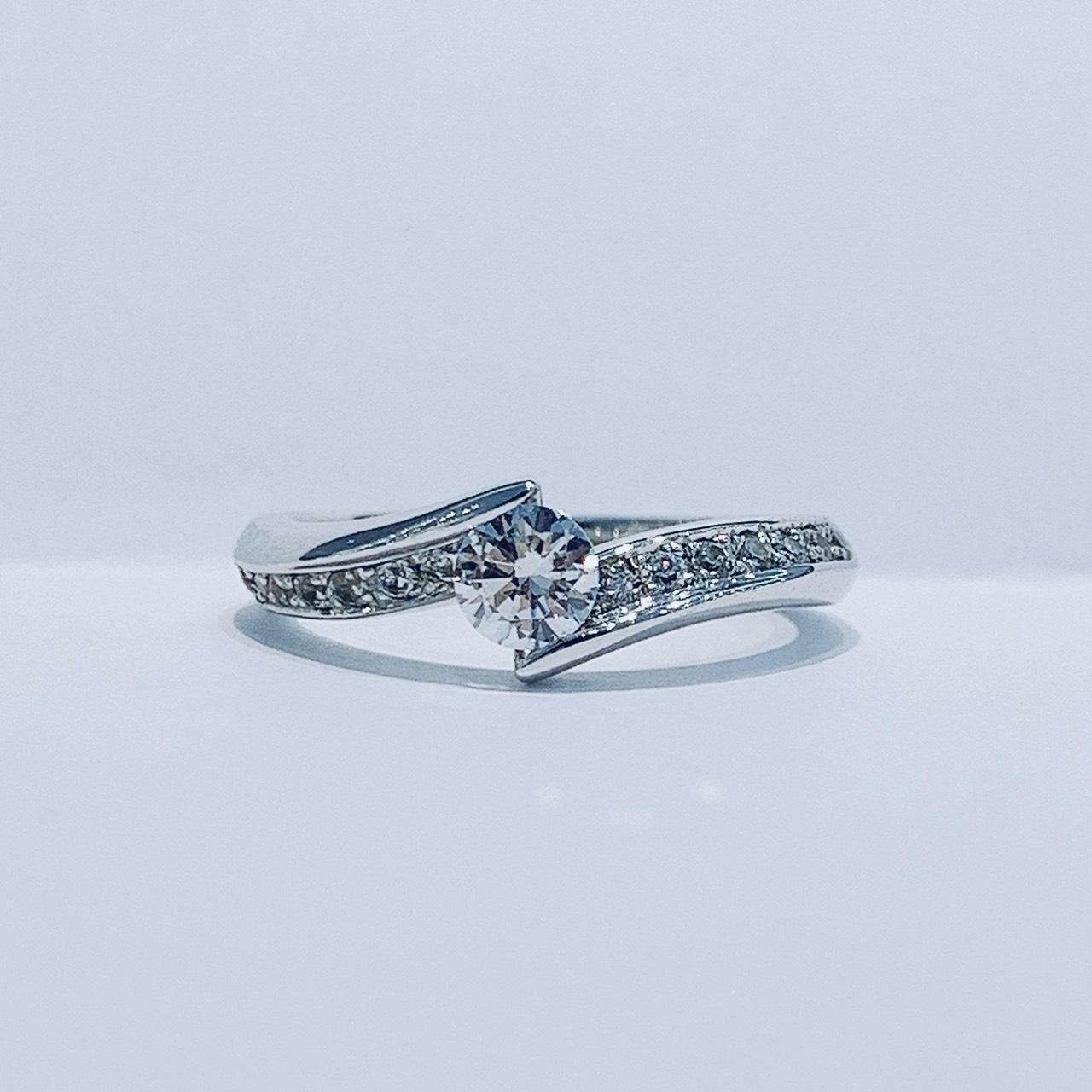 BROOCH 婚約指輪 エンゲージリング ウェーブダイヤモンドライン