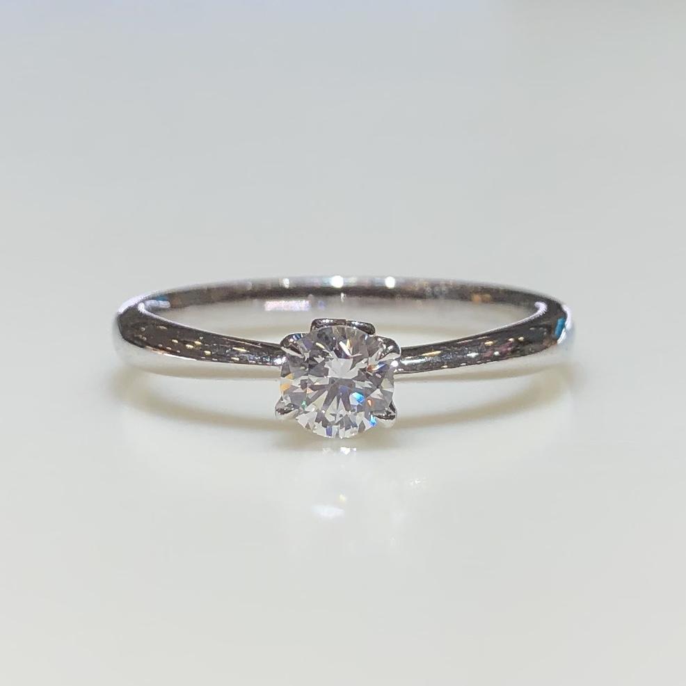BROOCH 婚約指輪 エンゲージリング ダイヤ1石隠れハートデザイン