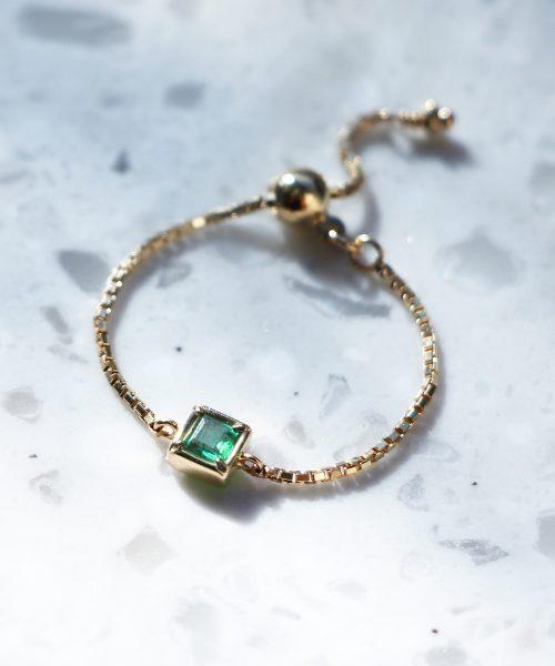 5月の誕生石エメラルドのチェーンリング宝石言葉は「幸運や幸福」