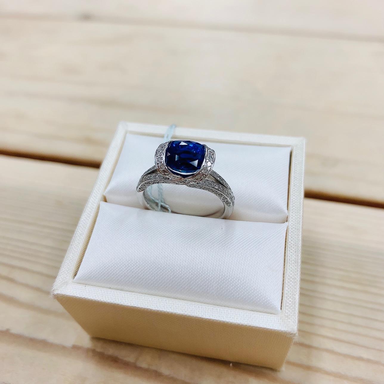 青い揺らめく輝きが美しい天空の宝石サファイヤでロマンチックなプロポーズ