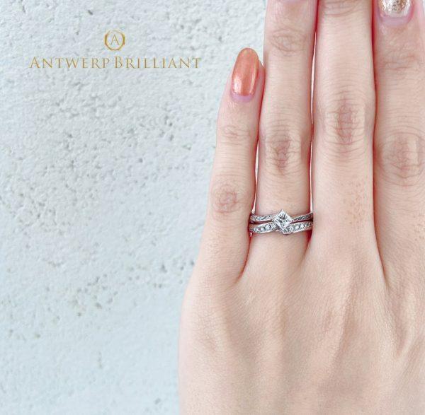 アントワープブリリアントのライトニングのセットリングは花嫁憧れのデザイン