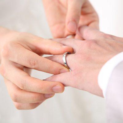 俄(にわか)の婚約指輪と結婚指輪が見たいかたは正規取扱のBROOCH(ブローチ)へ