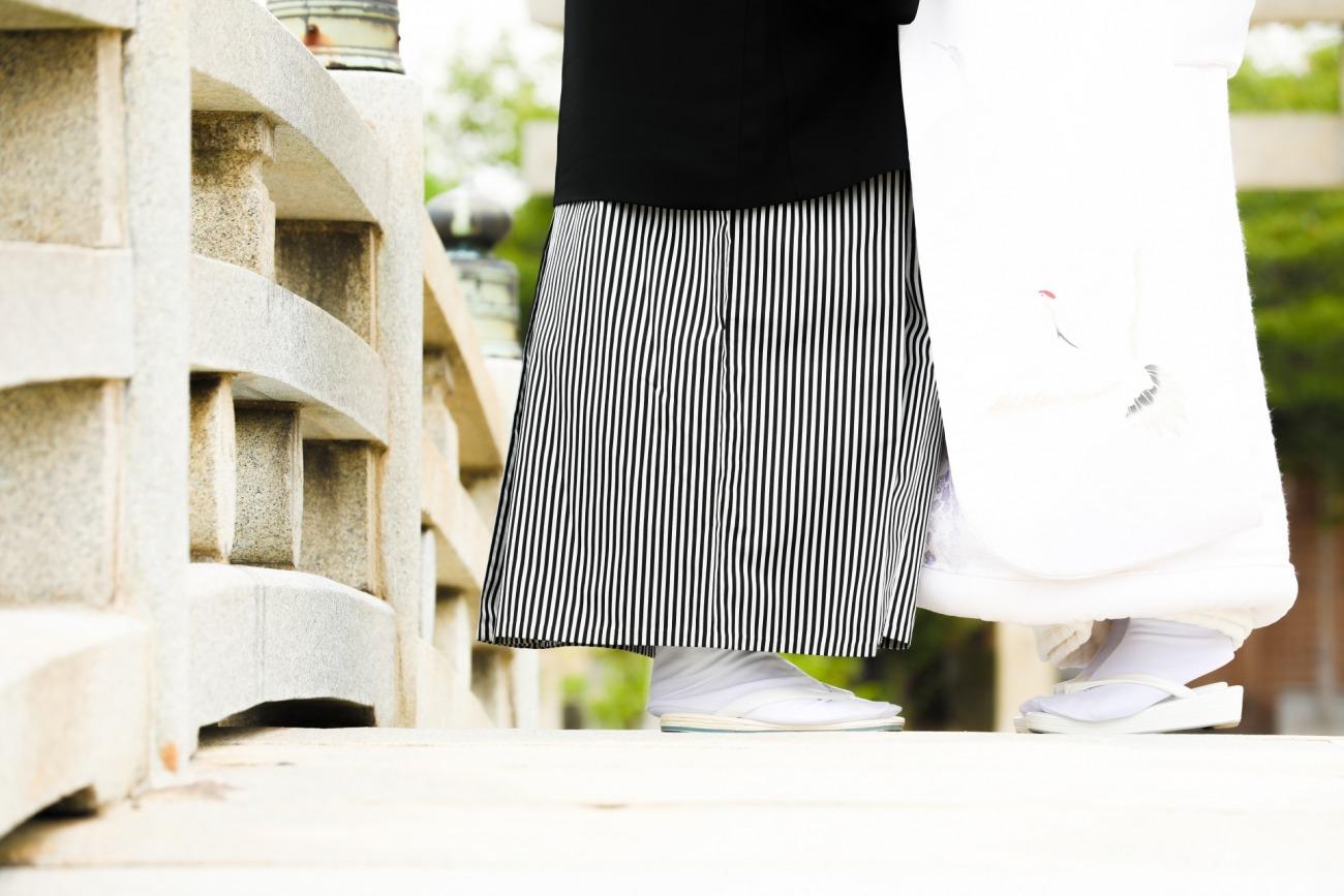 新潟で人気の結婚指輪と婚約指輪 BROOCH 俄(にわか) | NIWAKA京木目に見る、幸せの日を祝うネーミングとシンプルで和モダンなカッコいいマリッジリングデザイン