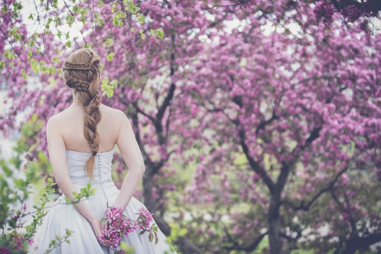 新潟で人気の結婚指輪と婚約指輪 BROOCH にわか(ニワカ)| 普遍的な美の象徴 ことほぎ美しいダイヤモンドエンゲージリング